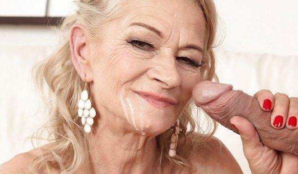 Imagem para Madura mostrando a porra que seu homem deixou na sua cara