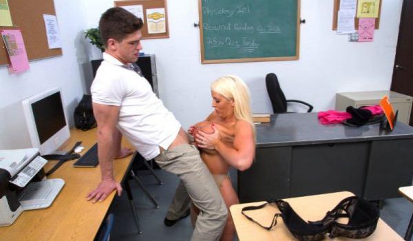 Imagem para Professora cavalona faz espanhola no aluno