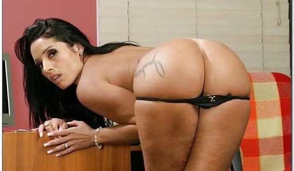 Monica Santhiago mostrando seu belo corpo