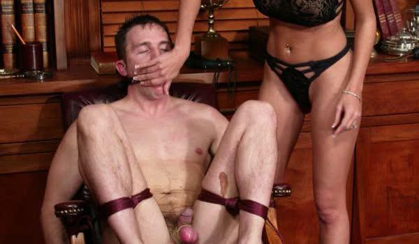 Morena torturando de prazer seu macho