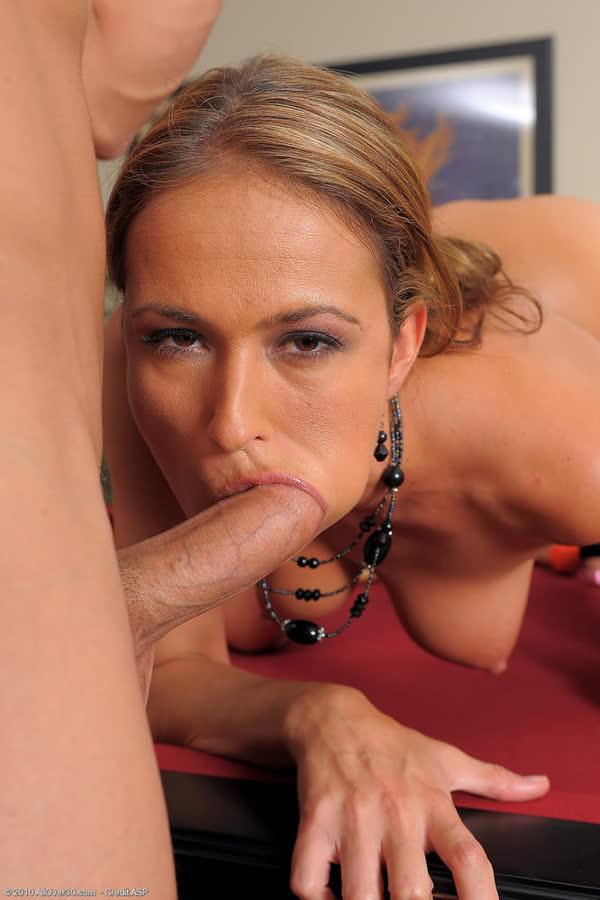 mulheres-safadas-pagando-boquete-35