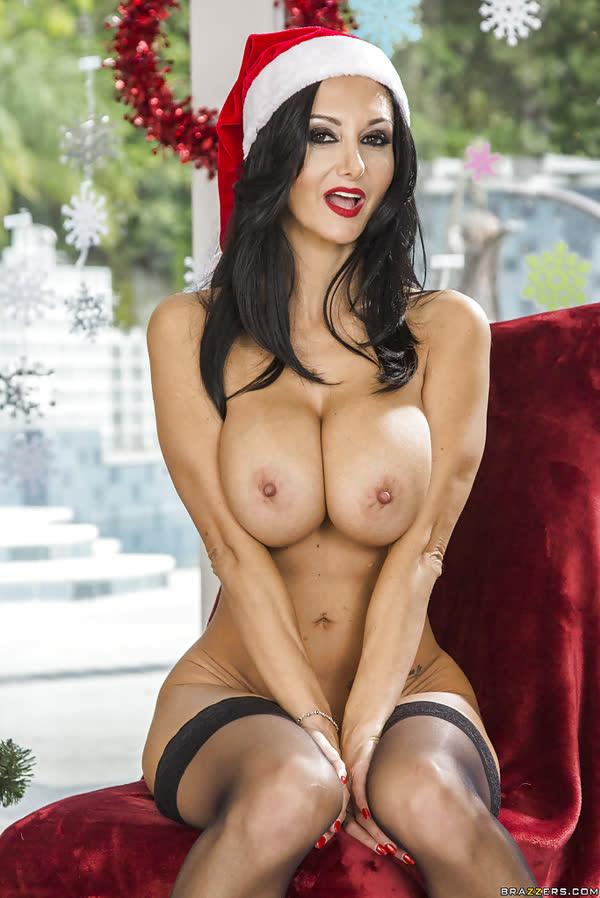 ava-addams-fantasiada-e-mamae-noel-sexy-16