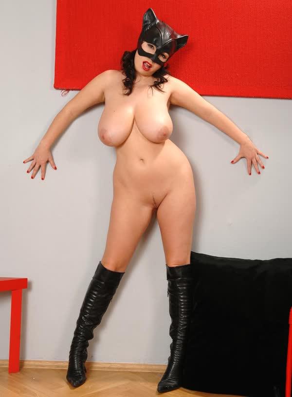 mulher-gato-tetuda-8