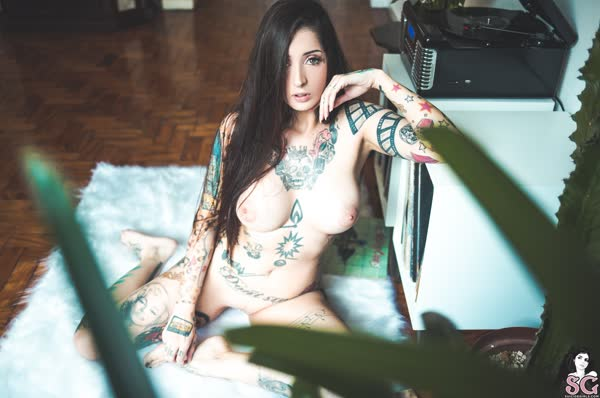 tatuada-sexy-e-gata-se-mostrou-pelada-24