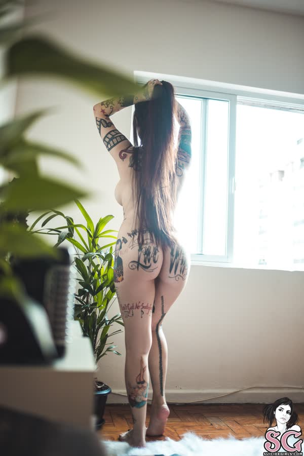 tatuada-sexy-e-gata-se-mostrou-pelada-29