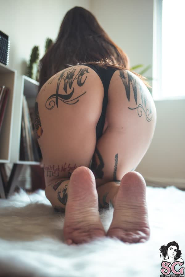 tatuada-sexy-e-gata-se-mostrou-pelada-3