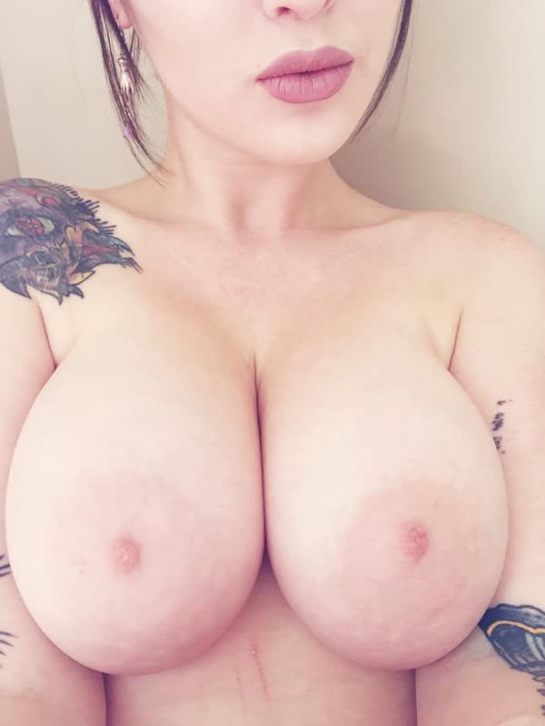 amadora-gostosa-cheia-de-tatuagens-14