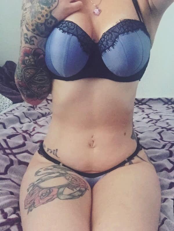 amadora-gostosa-cheia-de-tatuagens-17