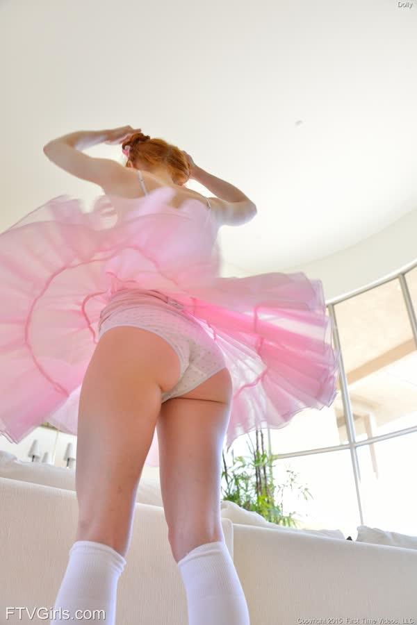 bailarina-novinha-se-masturbando-11