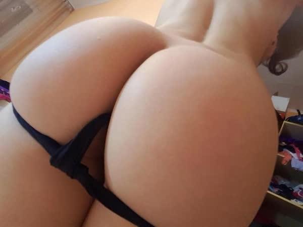 amadora-mostrando-as-nadegas-perfeitas-45