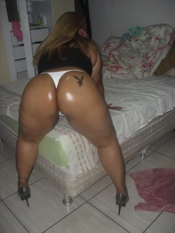 brasileira-amadora-empinando-o-rabetao-2