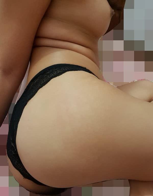 amadora-sexy-usando-calcinha-preta-1