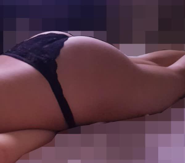 amadora-sexy-usando-calcinha-preta-4