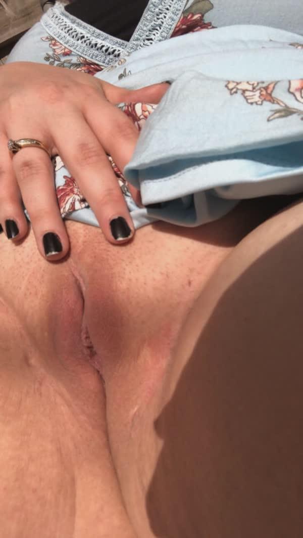 gordinha-tatuada-com-piercing-nos-mamilos-25