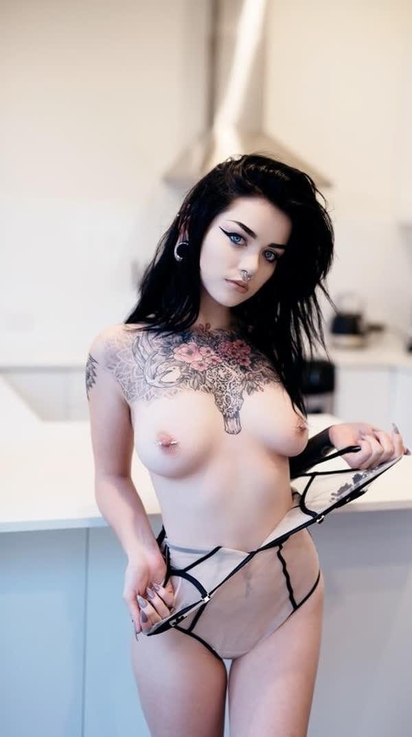mulheres-tatuadas-bem-gostosas-15