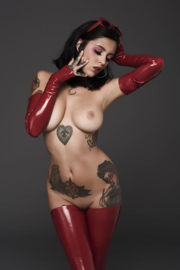 mulheres-tatuadas-bem-gostosas-38