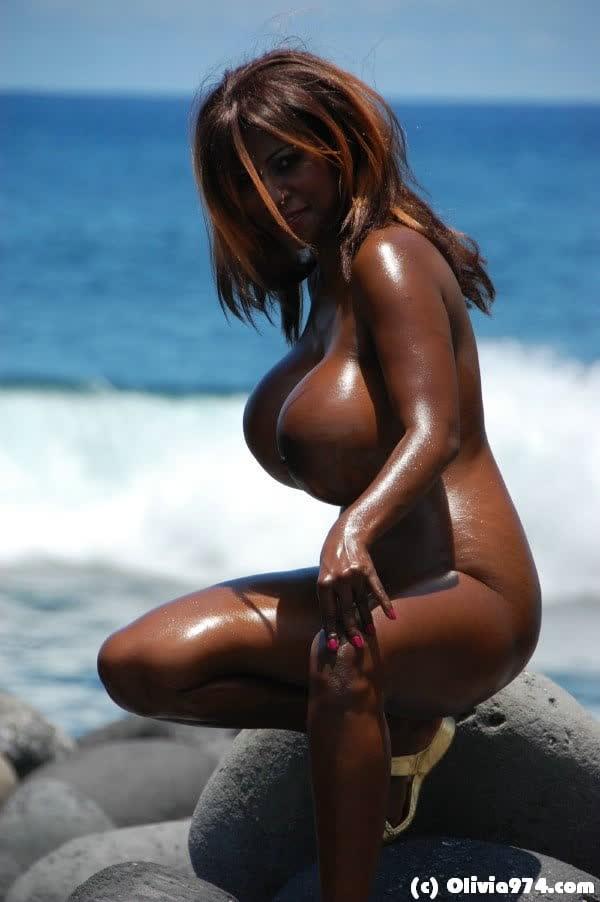 olivia-mostrando-seu-belos-peitoes-11