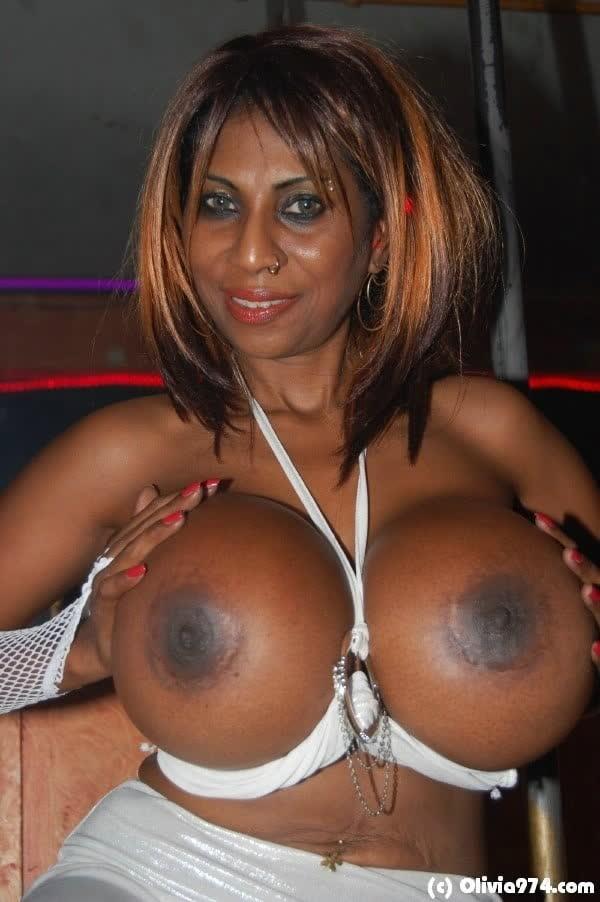 olivia-mostrando-seu-belos-peitoes-3