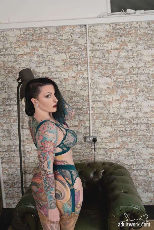 tatuadas-gostosas-em-fotos-quentes-11