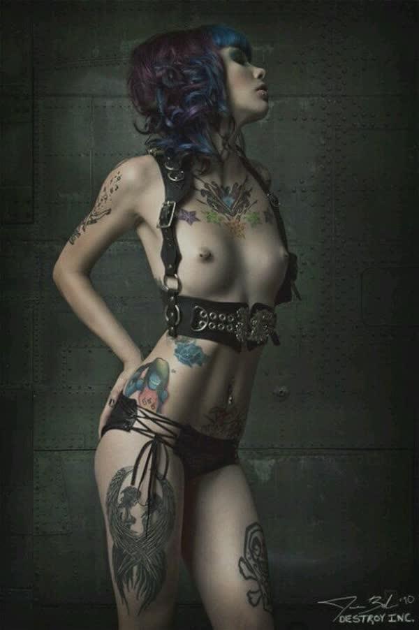 tatuadas-gostosas-em-fotos-quentes-29