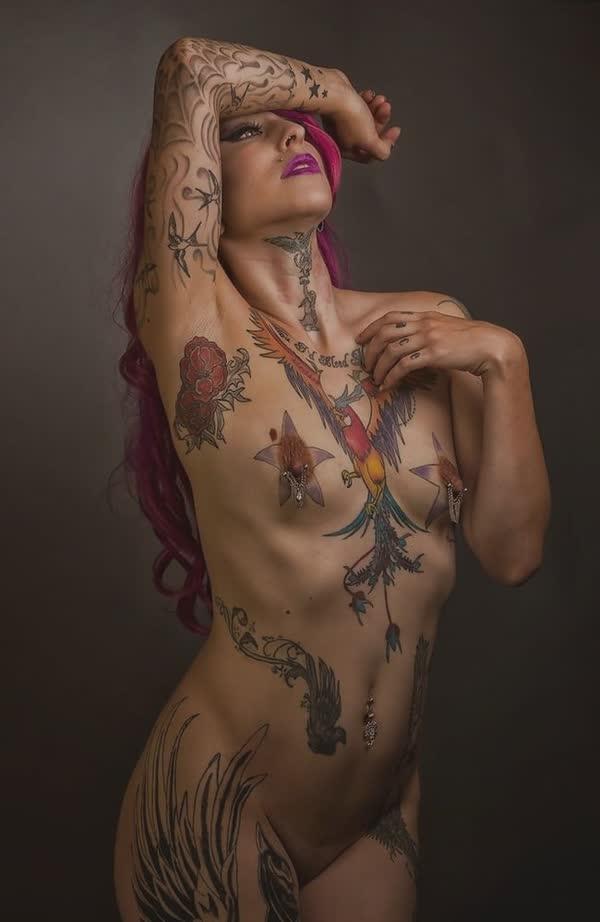 tatuadas-gostosas-em-fotos-quentes-30
