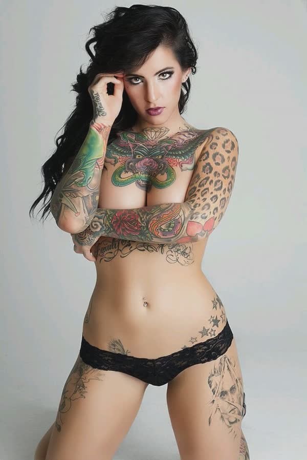 tatuadas-gostosas-em-fotos-quentes-37