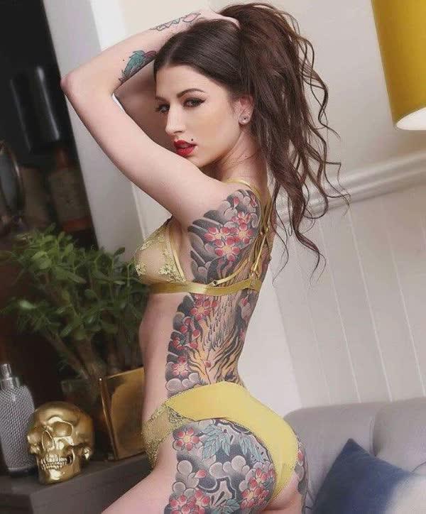tatuadas-gostosas-em-fotos-quentes-39