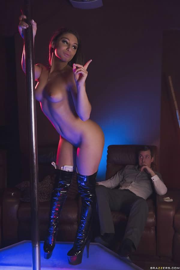 stripper-pagando-um-super-boquete-2