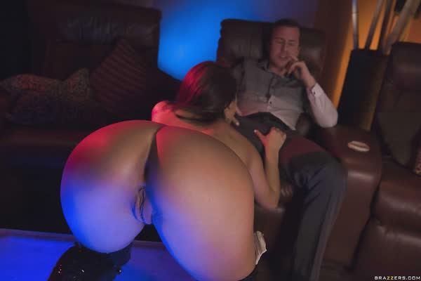 stripper-pagando-um-super-boquete-3