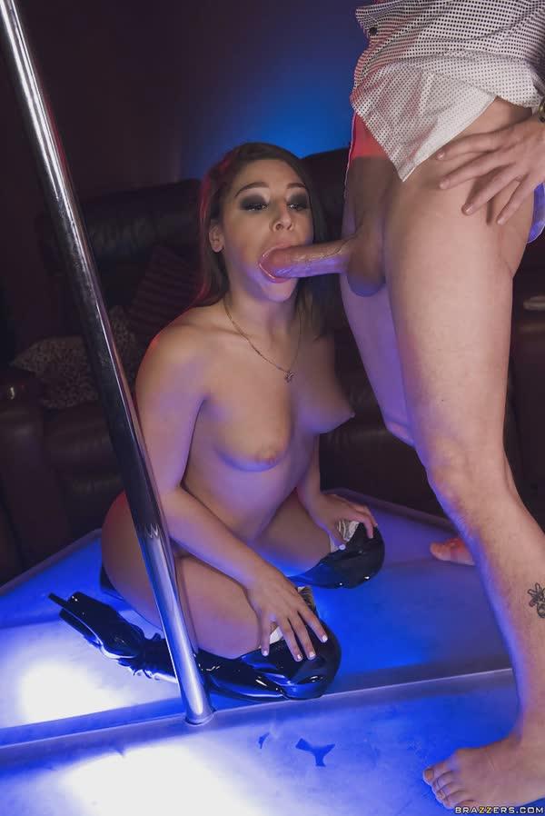 stripper-pagando-um-super-boquete-7