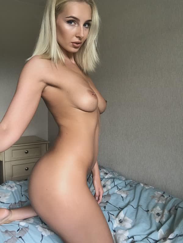 loirinha-mostrando-o-delicioso-corpo-nu-12