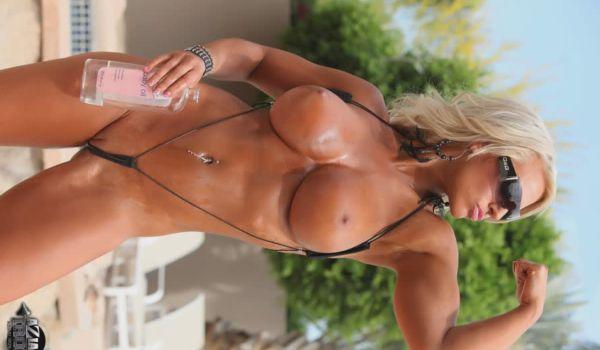 Megan Avalon uma loira musculosa bem gostosa