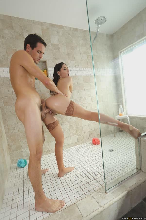 putinha-devassa-gosta-de-piroca-no-banheiro-21