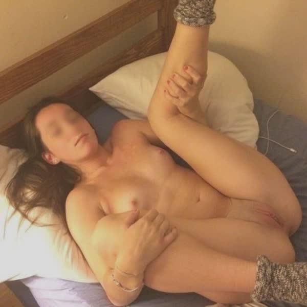 putinhas-amadoras-peladas-em-fotos-caseiras-51