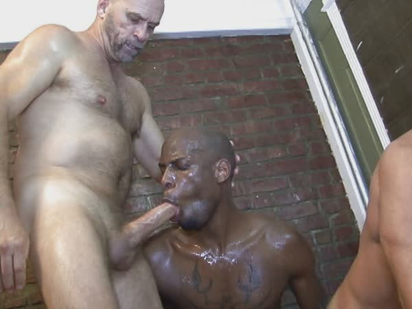 homens-safados-pagando-boquete-10