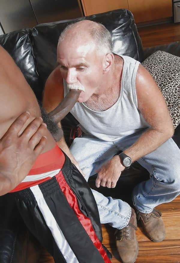 homens-safados-pagando-boquete-11