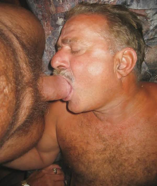 homens-safados-pagando-boquete-21