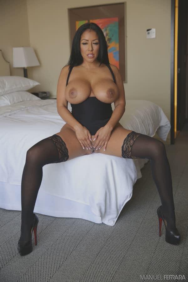 kiara-mia-sexy-em-seu-vestido-preto-11