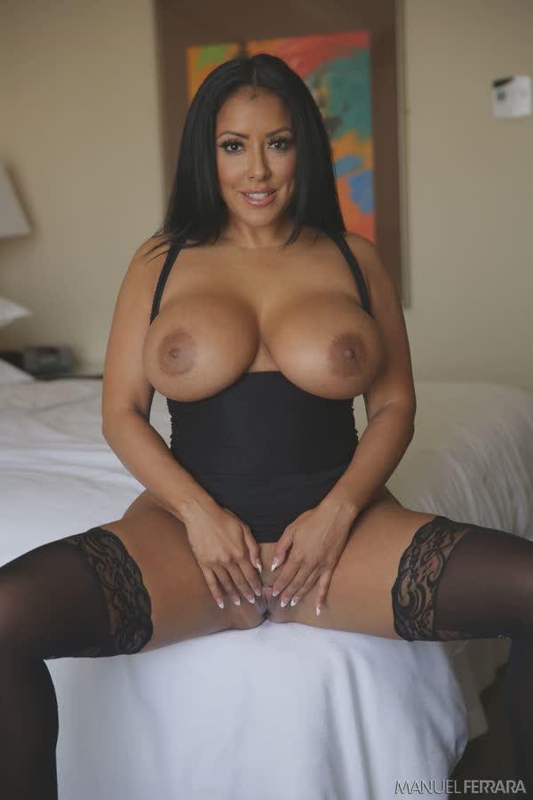 kiara-mia-sexy-em-seu-vestido-preto-12