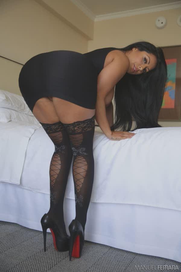 kiara-mia-sexy-em-seu-vestido-preto-9