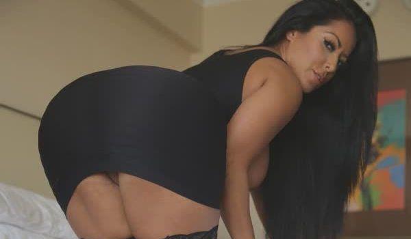 Imagem para Kiara Mia sexy em seu vestido preto