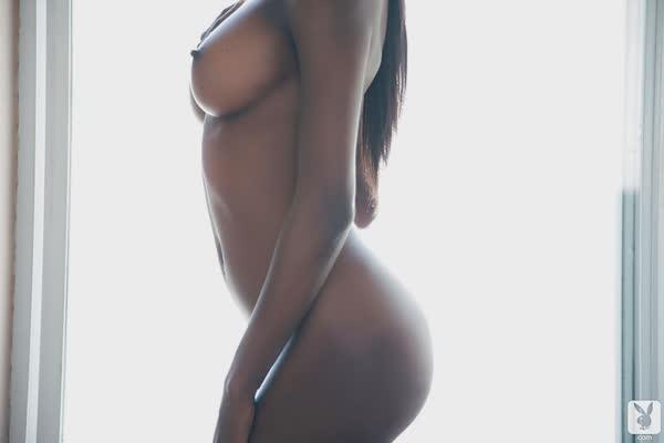 negra-linda-mostra-o-corpo-perfeito-11