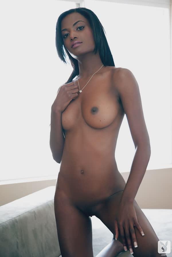 negra-linda-mostra-o-corpo-perfeito-14