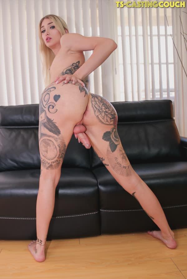 travesti-loira-tatuada-12