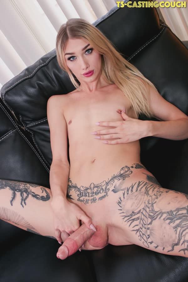 travesti-loira-tatuada-15