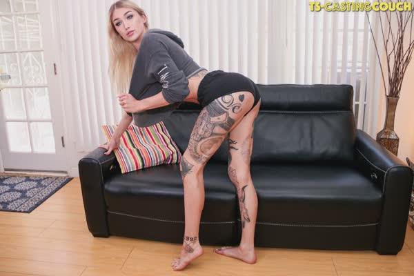 travesti-loira-tatuada-2