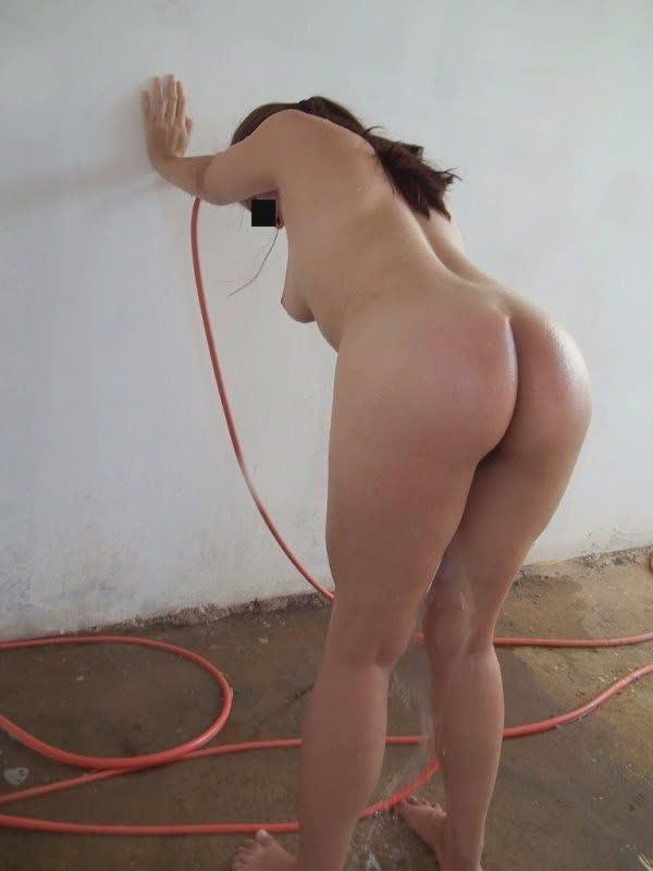 vagabunda-tomando-banho-de-mangueira-10