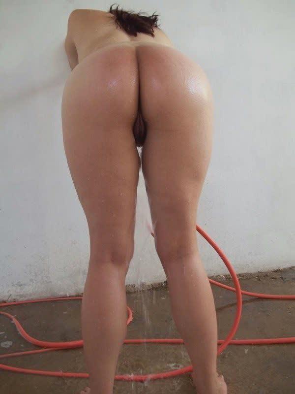 vagabunda-tomando-banho-de-mangueira-8