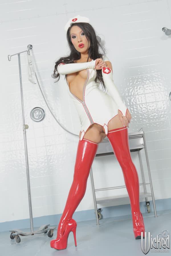 asa-akira-de-enfermeira-sexy-4