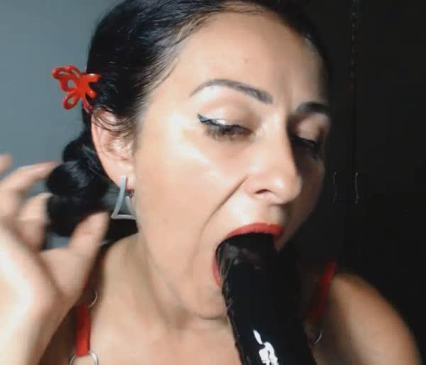 coroa-morena-se-exibindo-na-webcam-19
